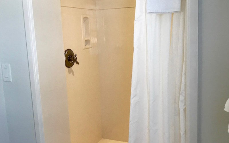 Cottage 4 shower